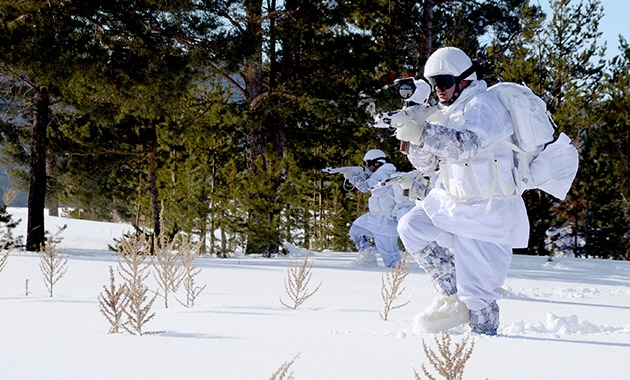 Komandolar zorlu kış eğitimini başarıyla tamamladı 3