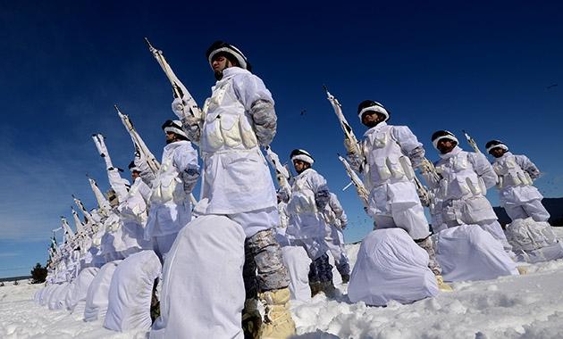 Komandolar zorlu kış eğitimini başarıyla tamamladı 6