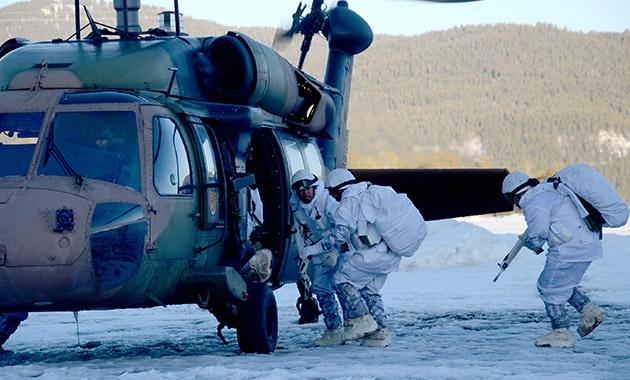 Komandolar zorlu kış eğitimini başarıyla tamamladı 7