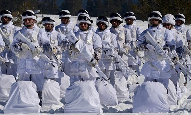 Komandolar zorlu kış eğitimini başarıyla tamamladı 8