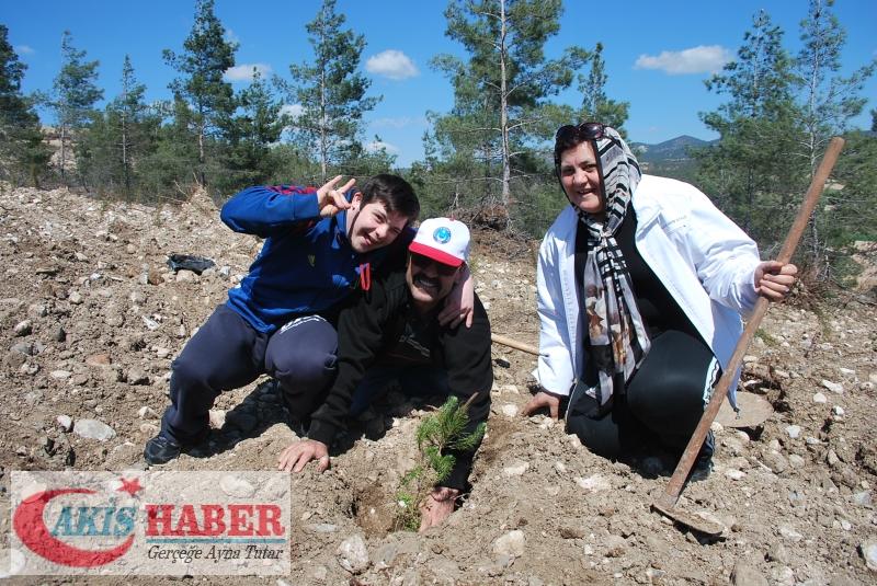 Başbuğ Türkeş Ormanına 300 Fidan Dikildi 52
