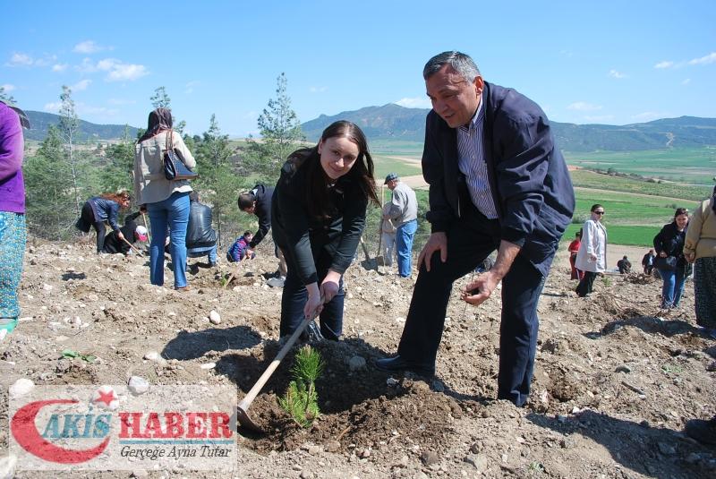 Başbuğ Türkeş Ormanına 300 Fidan Dikildi 58