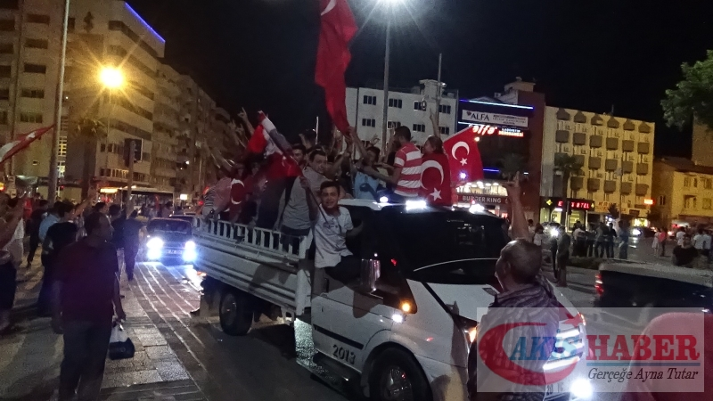 Teröre Protestoda Denizli'de Gergin Gece 11
