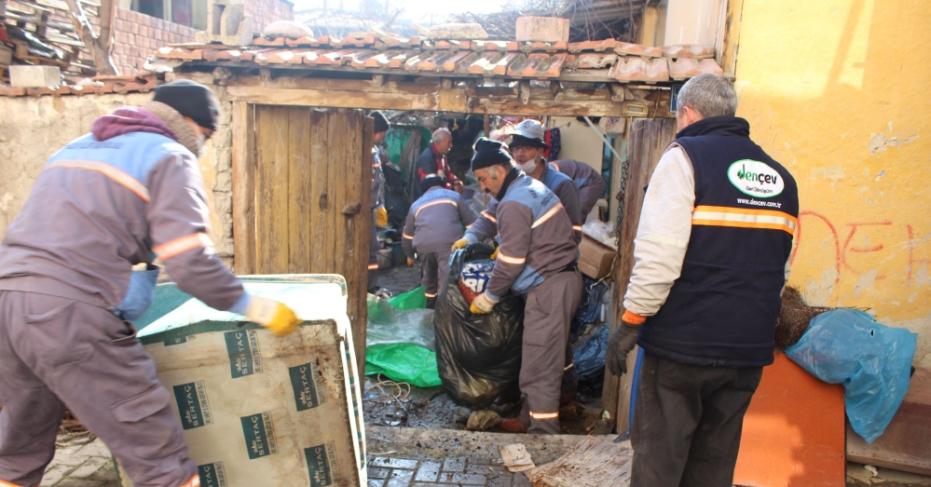 Pamukkale Belediyesi Çöp Evleri Temizliyor