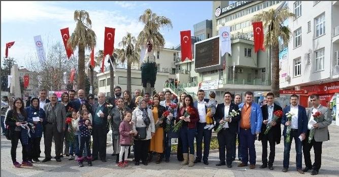 MHP Merkezefendi Teşkilatı Karanfil Dağıttı