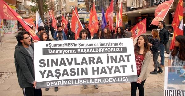 Denizli'de Liselilerden YGS Protestosu