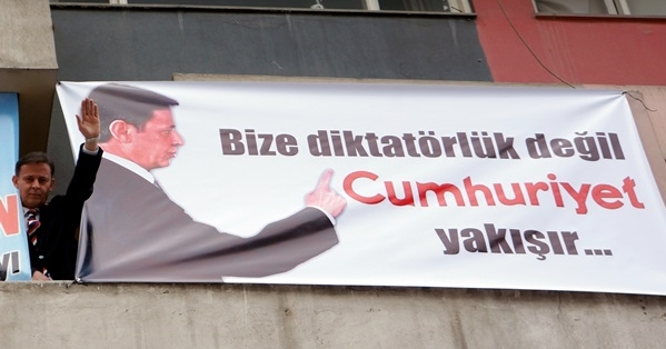"""Yurtseven: """"Cumhuriyet İçin Diktatörlüğe Direndik"""""""