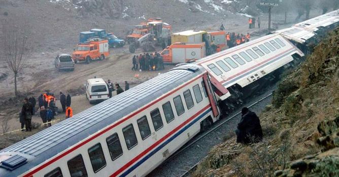 Denizli Treni Kaza Yaptı, Çok Sayıda Yaralı Var