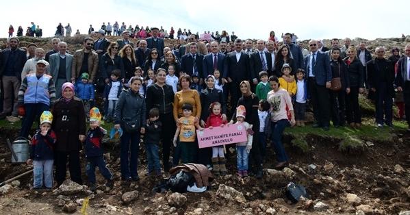 Başkan Gürlesin, Öğrencilerle Birlikte Fidan Dikti