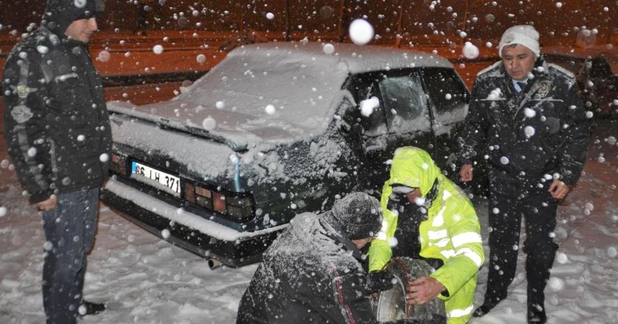 Kar Yağışı Denizli Antalya Karayolunu Kapattı