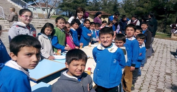 Köylü Çocuklar Pizzayla Tanıştı