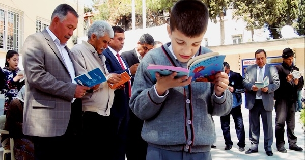Çal, Emre İçin Kitap Okuyor