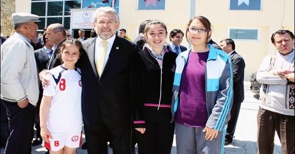 Yüksel, Babadağ'da Çocuk Şenliği'ne Katıldı