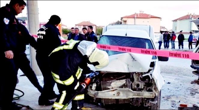 Çivril'de Kaza! 3 Yaralı