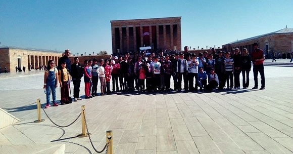 Öğrenciler Sabaha Kadar Ata'nın Nöbetini Tuttular