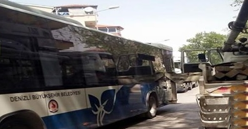 Beton Mikseri Belediye Otobüsünü Biçti !