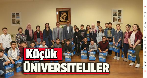 Rektör Bağ Ortaokul Öğrencilerini Ağırladı