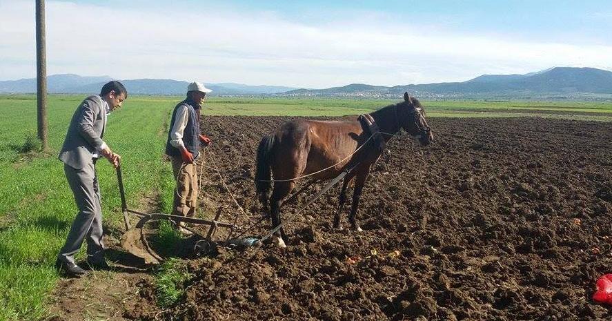 Çavuşoğlu: Çiftçi Geçmişe Mahkum Edildi