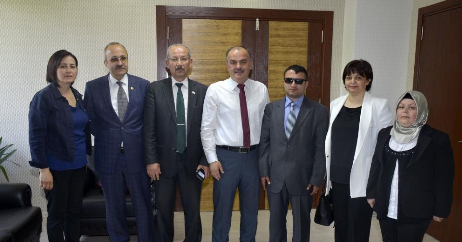 Engelliler Komisyonu Üyeleri Başkan Gürlesin'i Ziyaret Etti