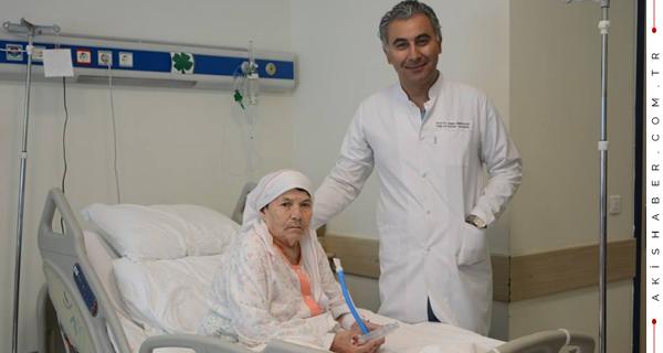 3 Ameliyat Oldu, Yürüyerek Ayrıldı