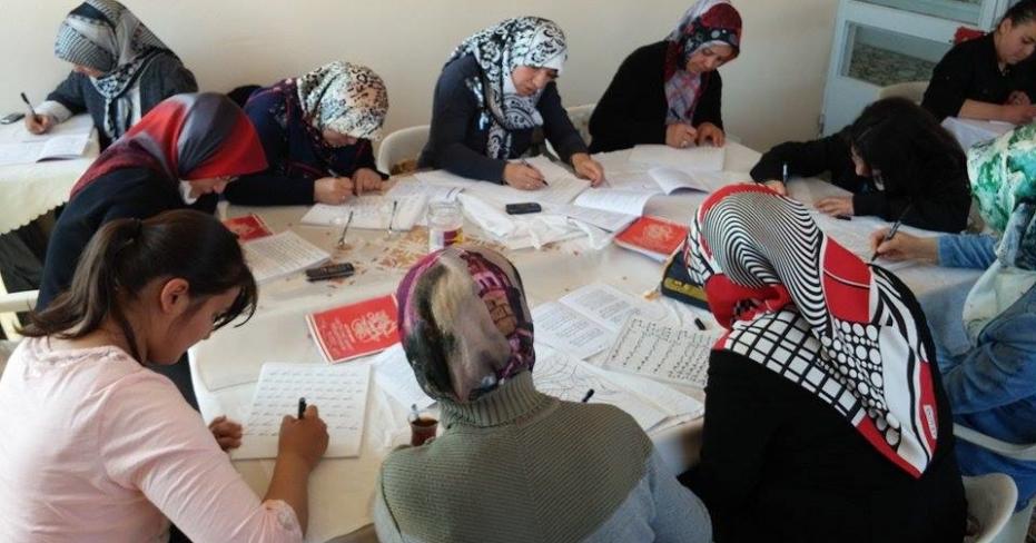 Kadın Meclisi, Duygularını Hüsn-ü Hat Kursunda Resmediyor