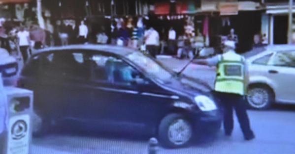 Ceza Kesmek İsteyen Polisi Çarpıp Kaçtı