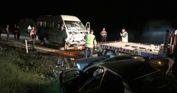 CHP Seçim Minibüsü Kaza Yaptı 1 Ölü, 8 Yaralı