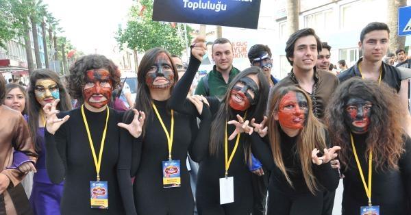 Denizli'de Amatör Tiyatro Festivali Başladı