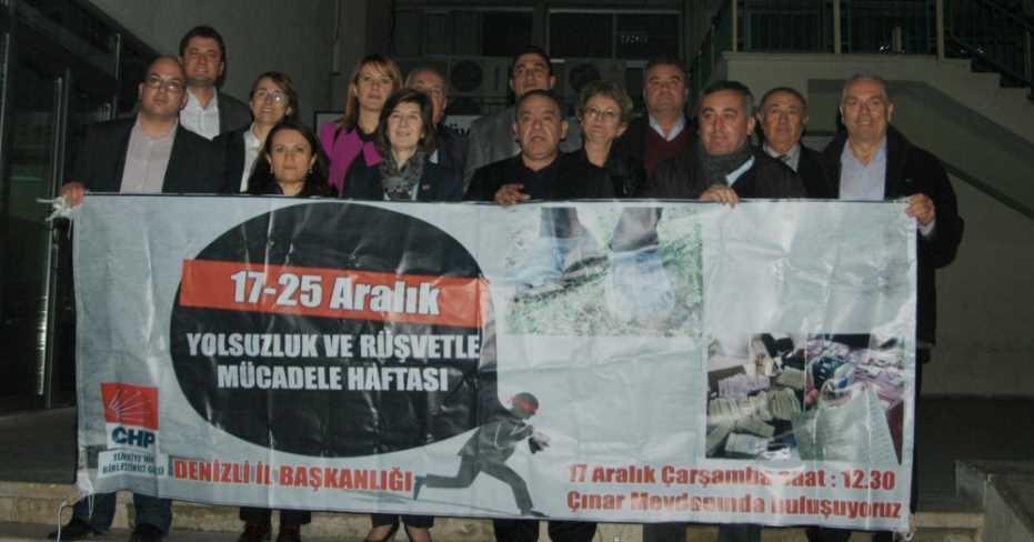 CHP'lilerin 17 Aralık Afişi Ortalığı Karıştırdı!