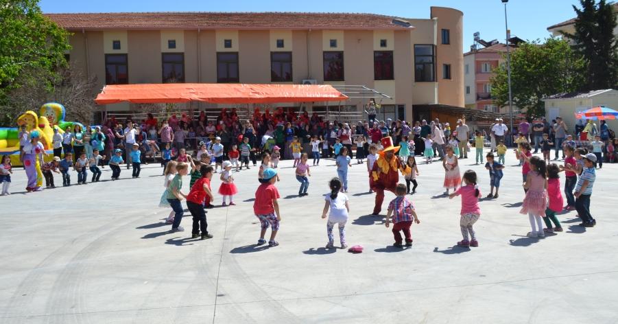 Dazkırı'da Çocuklar Doyasıya Eğlendiler