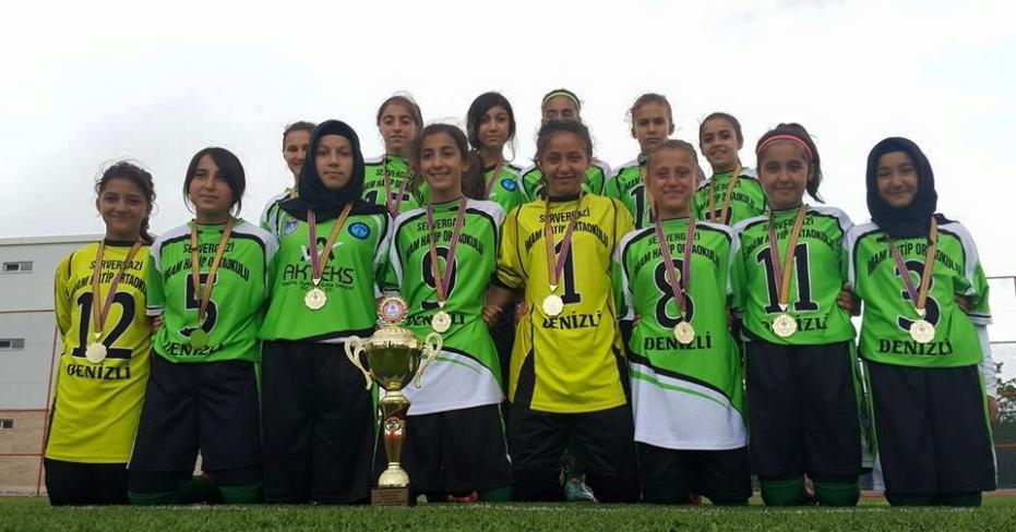 Servergazili Kız Futbol Takımı Türkiye Şampiyonu