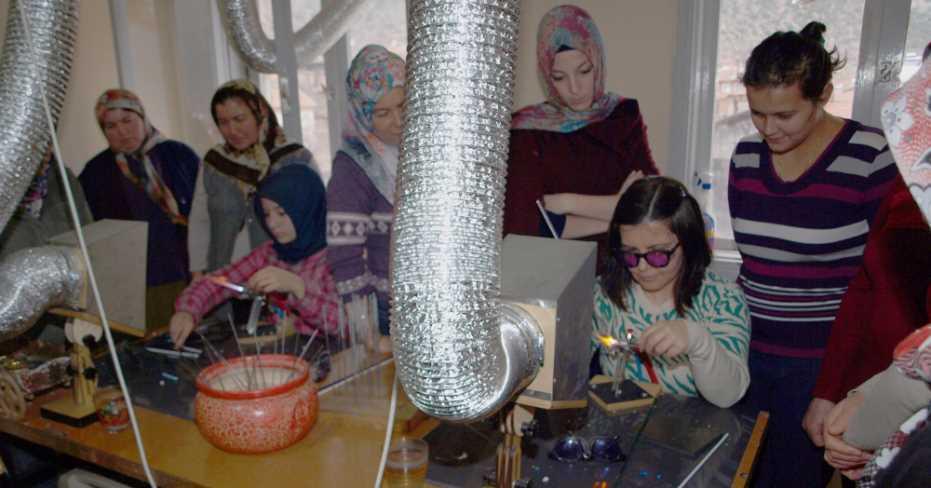 Serinhisarlı Kadınlar Cam Boncuk Yapmayı Öğrenecek