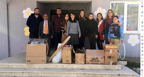 Üniversitelilerden Köy Okullarına Destek