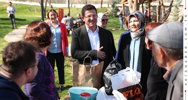 Başkan'dan Piknikçilere Sürpriz