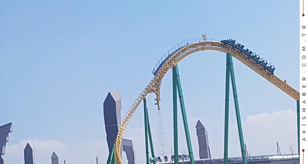 Ankapark'ta Roller Coaster faciası! Raylarda asılı kaldılar