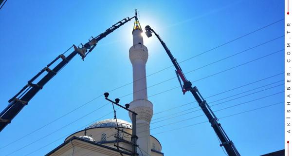 43 Metrelik Minarenin Külah Kısmı İndirildi