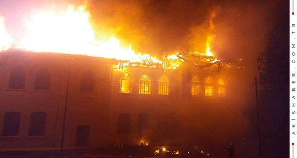 Tarihi Okul Alevlere Teslim Oldu