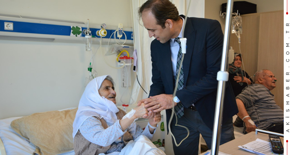 PAÜ Hastanesi'nde Yaşlıların Gönülleri Alındı