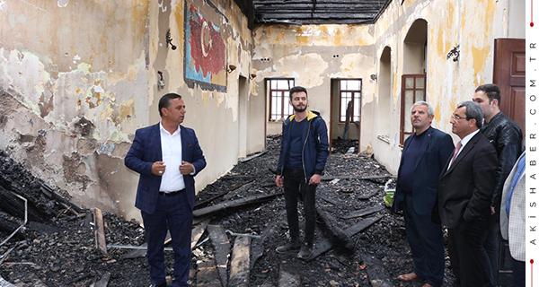 Tarihi okulu yakan iki kundakçı yakalandı