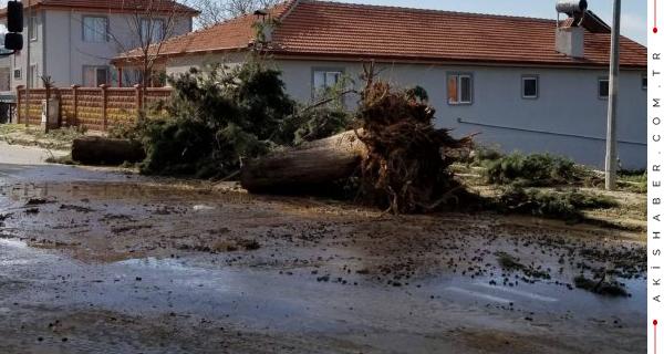 Çivril'i Fırtına Vurdu