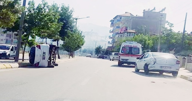 Hüdai Oral Caddesinde Otomobil Yan Yattı