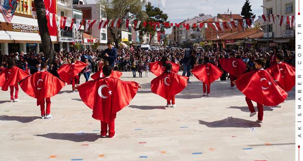 Çivril'de 23 Nisan Kutlamalarına Yoğun İlgi