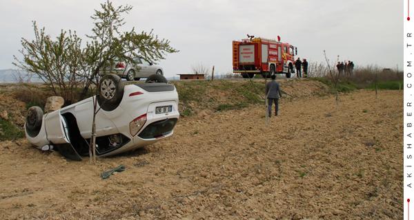 Çal'da Araç Tarlaya Uçtu: 2 Yaralı