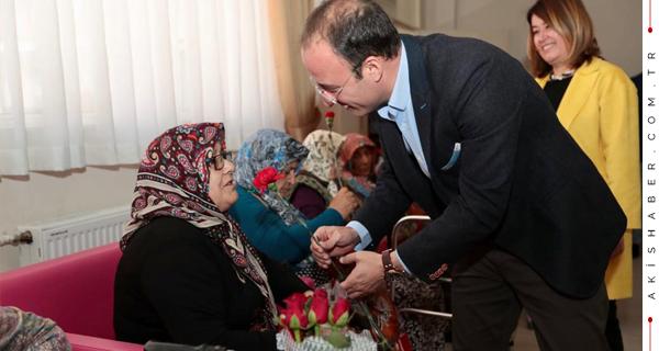 Başkan Örki Huzur Evi'ndeki Anneleri Unutmadı