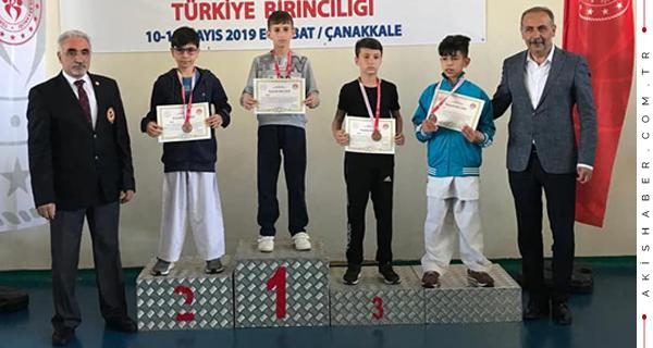 Karatenin Yıldızları 3 Madalyayla Döndü