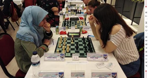Satranç Turnuvasına Denizli İmzası