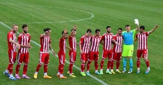 Denizli Büyükşehir 10 Futbolcuyla Yolları Ayırıldı