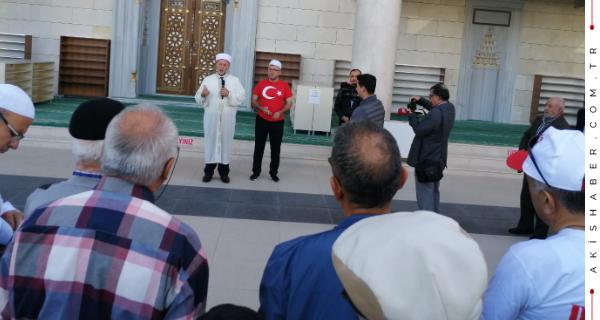 Denizli'nin İlk Umre Kafilesi İstiklal Marşıyla Yola Çıkıyor