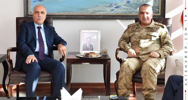 Vali Karahan Tümgeneral Koç'u Ağırladı