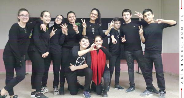Ortaokul Öğrencileri Seslerini Tiyatroyla Duyurdular